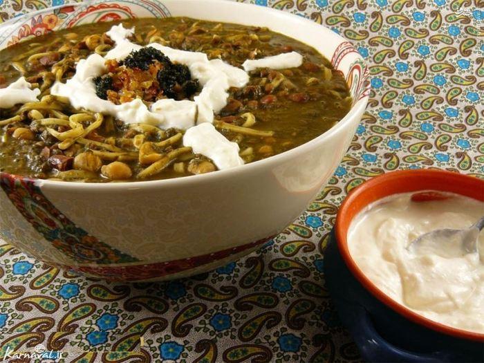سیری در گذشته با آش رشته اصفهان////// در ایران به کسی که غذا درست می کند ، آشپز می گویند؛ به معنی درست کننده آش و در نتیجه آش ها یکی از اصیل ترین غذاهای ایرانی به شمار می روند. آش رشته یک نوع سوپ خوشمزه با حبوبات ، سبزیجات تازه و رشته است که همراه کشک که نوعی آب پنیر تخمیر شده است با طعمی بین پارمسان و پنیر بز ، سرو می شود.