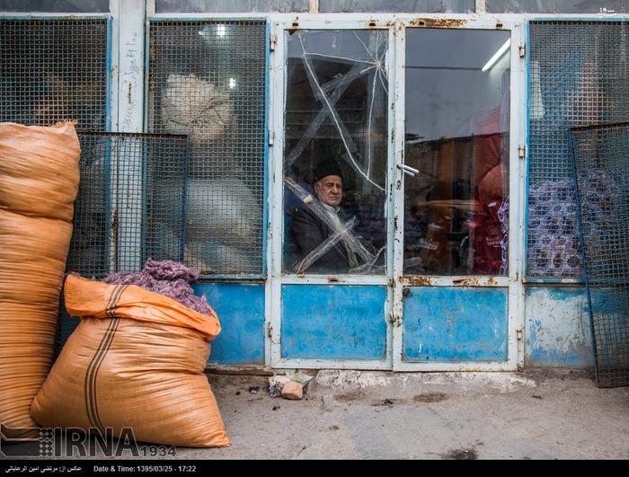 حمدحسین مظفری - لحاف دوز. لحاف دوزی حرفه ای سنتی در ایران می باشد که با گسترش ابزارهای ماشینی در حال فراموشی است