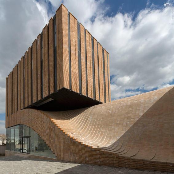 معماری زیبا و عجیب ساختمانی در همدان