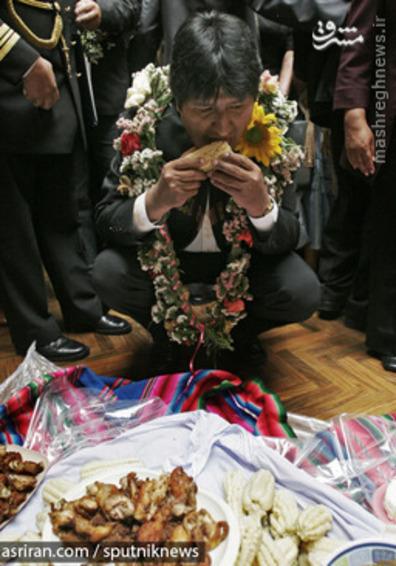 اوو مورالس رئیس جمهور بولیوی در حال خوردن ذرت - 2008
