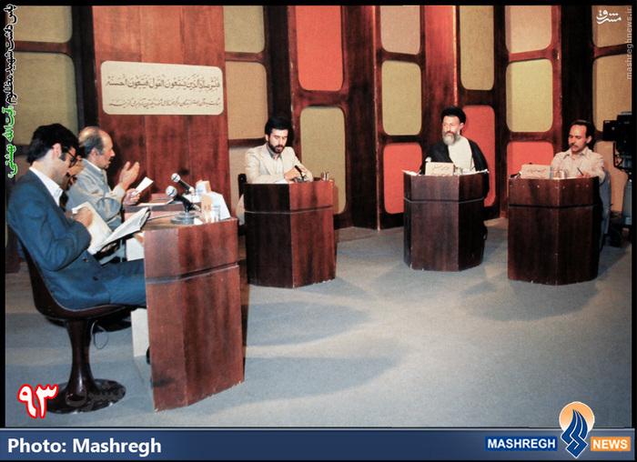 مناظره ی تلویزیونی با گروهک های التقاطی - از راست: حبیب الله پیمان، شهید بهشتی، نورالدین کیانوری(دبیرکل «حزب توده») و فرخ نگهدار (از گروهکِ مارکسیستی «چریک های فدایی خلق»)