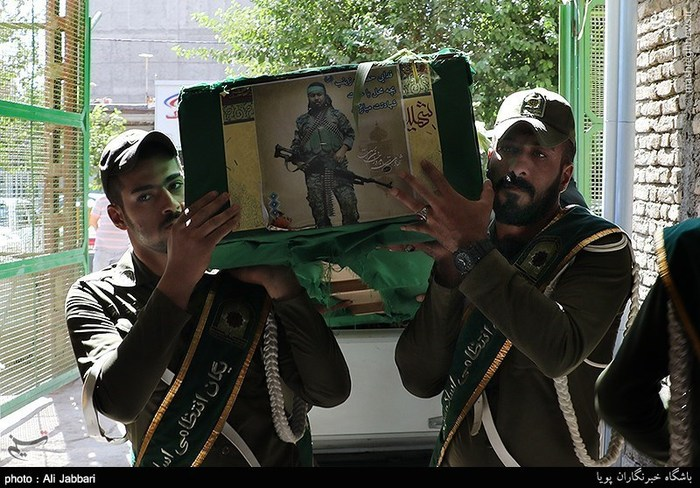 فیلم وداع پدر شهید سجاد حسینی عکس/ تشییع پیکر شهید مدافع حرم در اسلامشهر