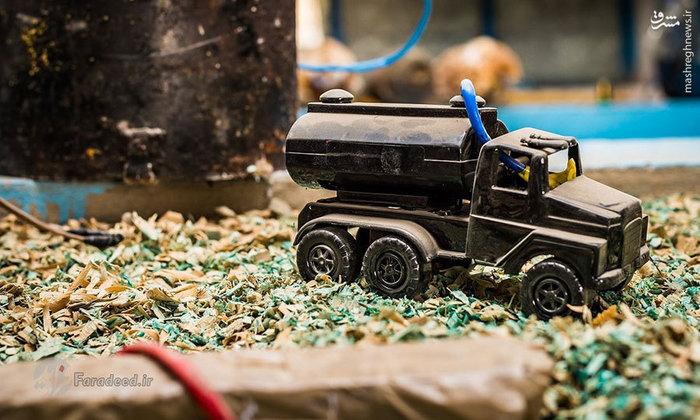 بمبی که در یک کامیون اسباب بازی جاسازی شده است. بیشتر این بمبها متعلق به منطقه سنجار هستند