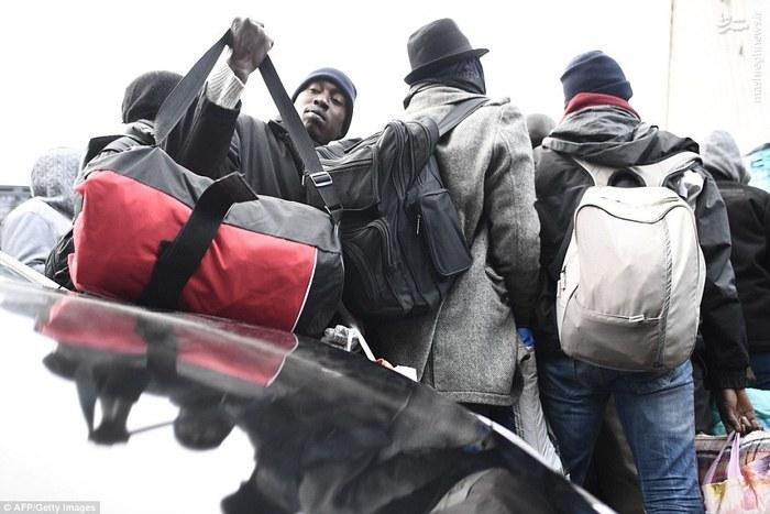 فرانسه همه پناهجویان را اخراج کرد +تصاویر,تخلیه بزرگترین کمپ پناهجویان در پاریس