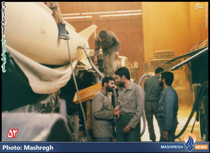 حسن طهرانی مقدم در کنار لانچر پرتاب موشک