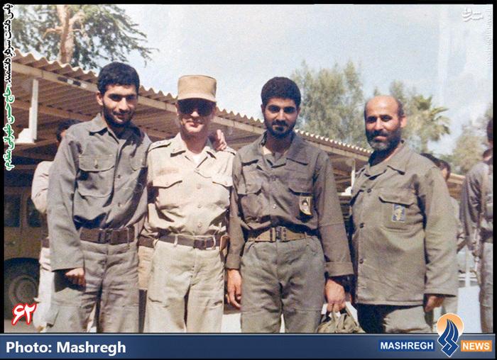 حسن طهرانی مقدم (نفر اول از چپ)- «حاج قاسم سلیمانی» نیز در عکس دیده می شود