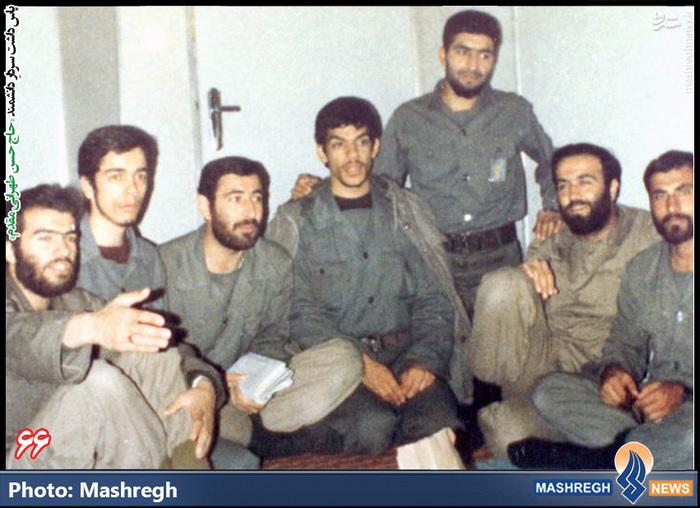 حسن طهرانی مقدم (نفر سوم از راست)- شهیدان «حاج حسن شفیع زاده» و «حاج حبیب کریمی» نیز در عکس دیده می شود