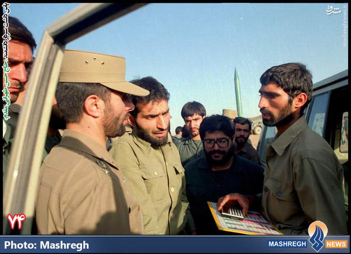 حاج حسن طهرانی مقدم - شهید «صیاد شیرازی» نیز در عکس دیده می شود