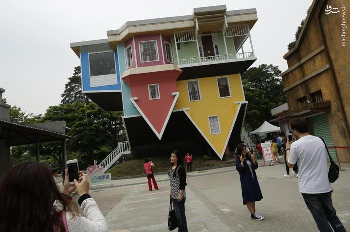 در این خانه سه طبقه از مبلمان ،حمام،تخت خواب، آشپزخانه تا سرویس بهداشتی همه چیز برعکس است. خانه برعکس تایوان واقع در پارک