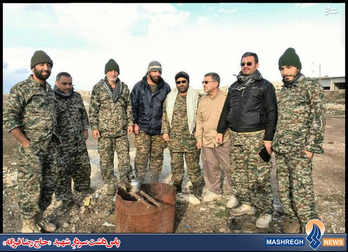شهید «حاج رضا فرزانه»(نفر سوم از راست)،  شهید مدافع حرم «اصغر فلاح پیشه»(نفر دوم از چپ)
