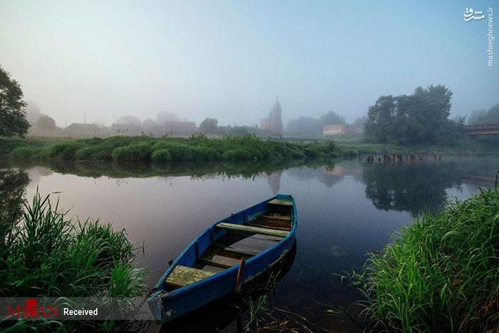 عکس زیبای قایق و رودخانه