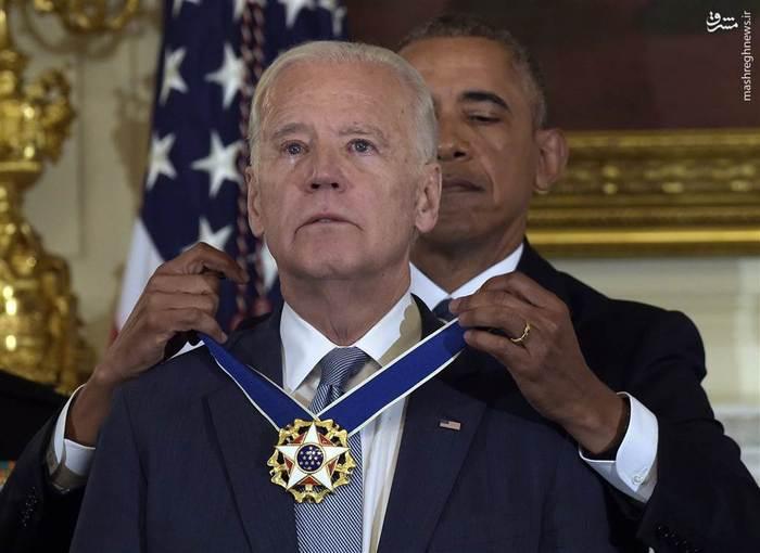 اعطای نشان آزادی به جو بایدن از سوی اوباما در کاخ سفید