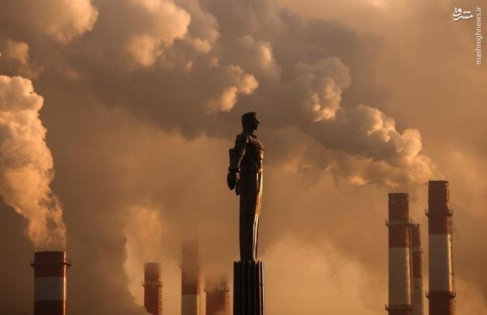مجسمه یوری گاگارین، اولین فضانورد جهان در برابر نیروگاه حرارتی مسکو