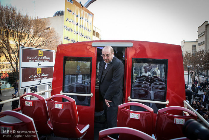 عکس/ قالیباف در اتوبوس گردشگری دوطبقه