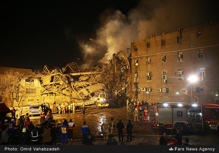 عکس/ عملیات امداد و نجات شبانه در محل حادثه ساختمان پلاسکو 2780926