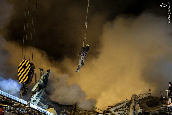 عکس/ عملیات نجات حادثه پلاسکو بامداد جمعه
