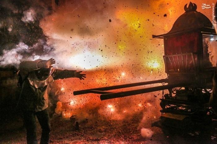 عکس/  خطرناک ترین مراسم آتش بازی در تایوان