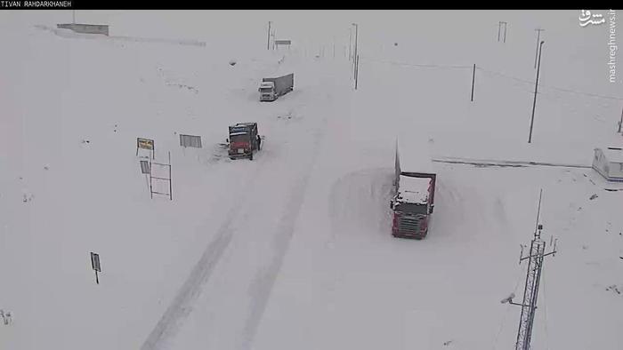 مسدود شدن محور قوچان بر اثر بارش سنگین برف