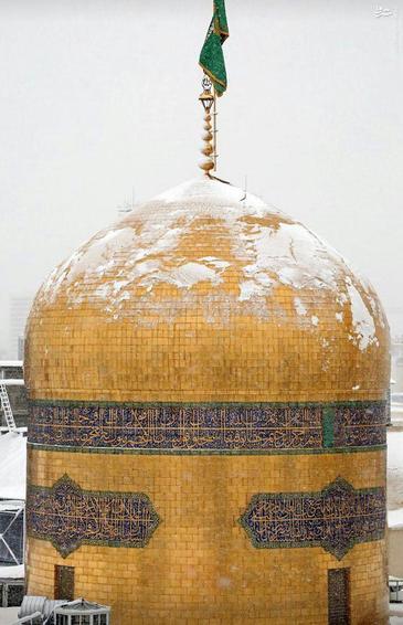 عکس/ حال و هوای برفی گنبد حرم رضوی
