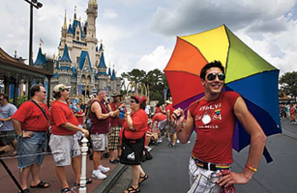 آیا بزرگترین شرکت رسانهای کنترل اذهان کودکان ،به ترویج همجنسبازی میپردازد؟