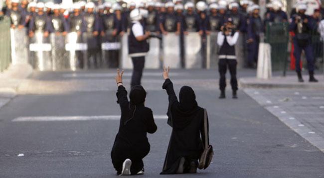 عکس: اعتراض دو دختر بحرینی به آل خلیفه
