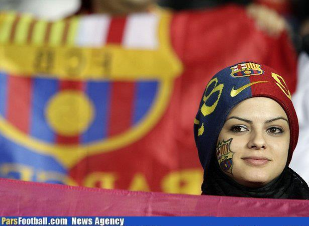 عکس: بانوی محجبه هوادار دو آتشه بارسلونا