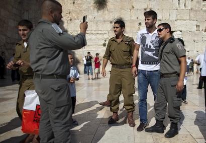 عکس جرارد پیکه در اسراییل