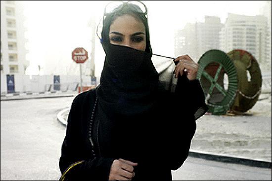 87042 476 بی حجابی علنی دختران سعودی در جده!! + عکس