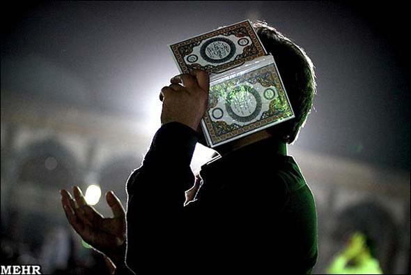 نجوای الهی العفو شب زنده داران در جاجرم/مراسم احیای شب بیست و یکم رمضان در جاجرم برگزار شد