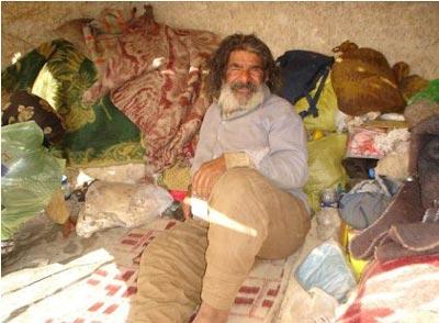 زندگی عجیب و تاسف بار یک زوج در دل کوه!! + تصاویر TAFRIHI.com