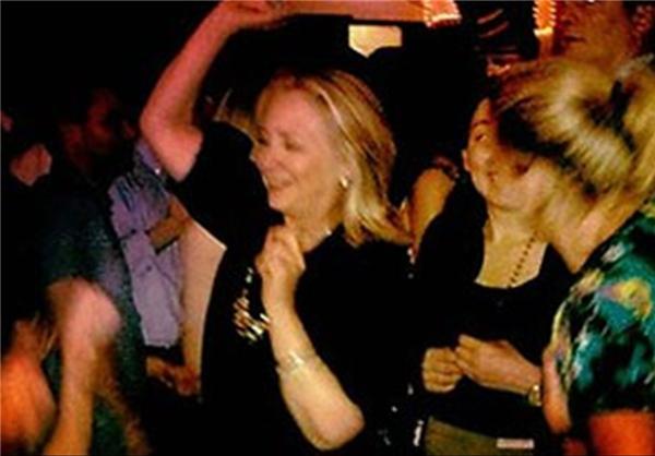 رقص هیلاری کلینتون در باشگاه شبانه +عکس