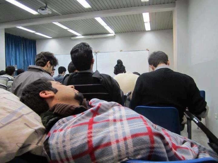 عکس/ به این میگن دانشجوی نمونه
