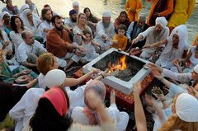 آشنایی با چند دین بشری و غیر الهی!