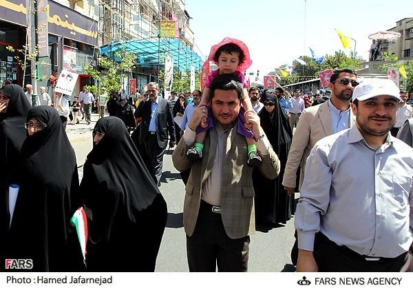 عکس نوه احمدی نژاد در راهپیمایی