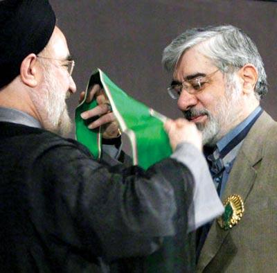 خاتمی: به موسوی گفتم در انتخابات رای نمیآوری/عکس