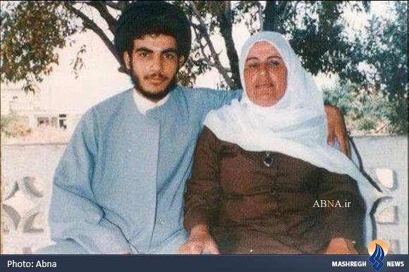 تصویری نادر از نصرالله در کنار مادرش