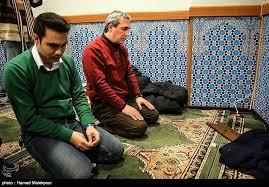 تصاویر/سه کارگردان سینما در حال نماز