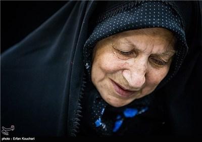 مادر شهید احمد افشار: ۳۰سال آرزو داشتم سنگ مزار شهدا را بشویم