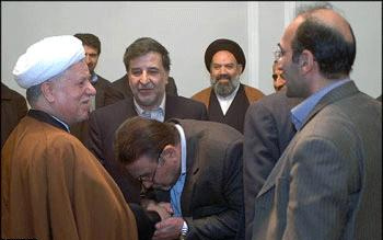گزارشی از بوسه های معروف بر دستان روسای جمهور/ خاطره شنیدنی از انقلاب