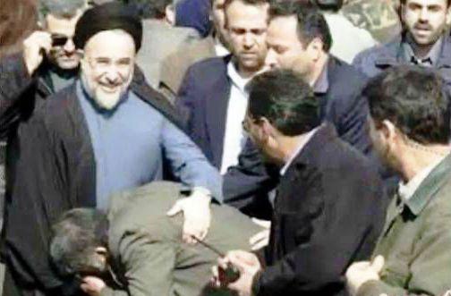 گزارشی از بوسه های معروف بر دستان روسای جمهور/ خاطره شنیدنی از رهبر انقلاب