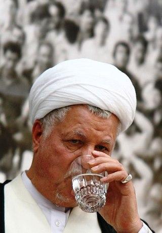 هاشمی رفسنجانی در حال رصد برنامه نامزدها ( دنیای اقتصاد )