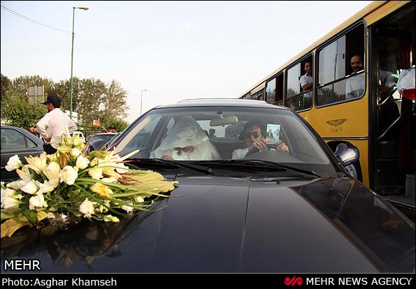 عکس/تبلیغات انتخاباتی عروس و داماد