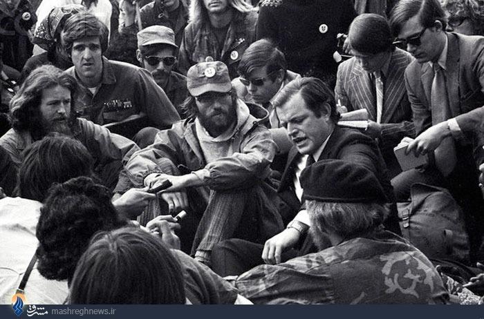 کسی که هم در ویتنام جنگید و مدال گرفت و هم فعال دوآتشه ضدجنگ ویتنام بود + تصاویر/ در حال ویرایش