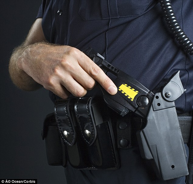 پذیرایی پلیس آمریکا با شوکر برقی +عکس