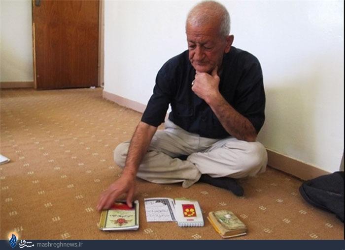 پیرمردی که کارهای عزرائیل را زیر نظر دارد +عکس