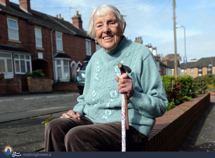 این زن در 100سالگی شنوا شد+تصاویر