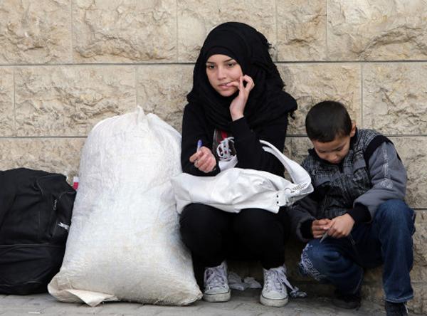 60 سالههای سعودی به دنبال دختران 14 ساله سوریه / رابطه جنسی در ازای دریافت غذا / کاهش قیمت خرید و فروش دختران سوری به هزار دلار!