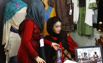 ترویج بدحجابی در نمایشگاه حجاب +تصاویر