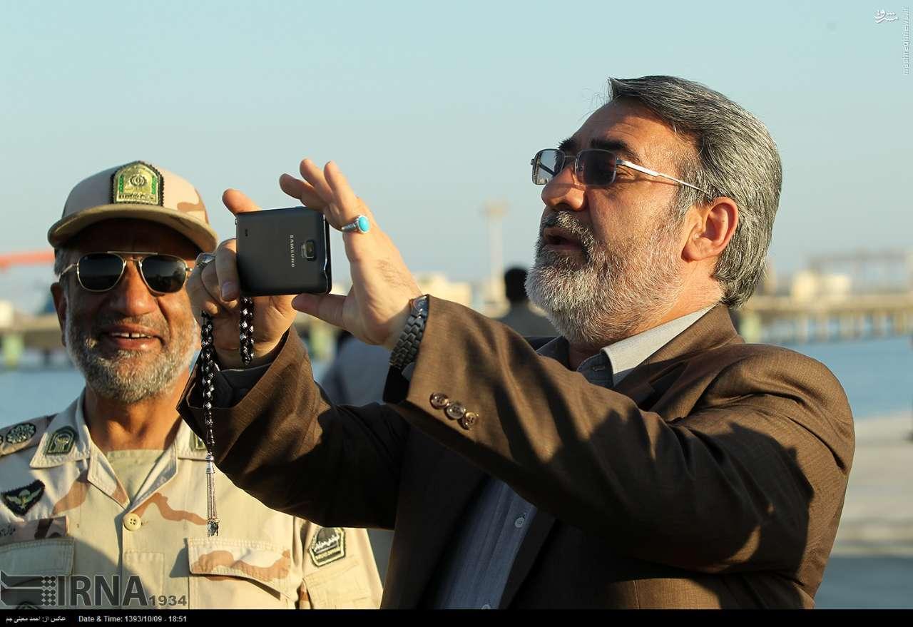 عکس/ عکاسی وزیر کشور با تلفن همراه