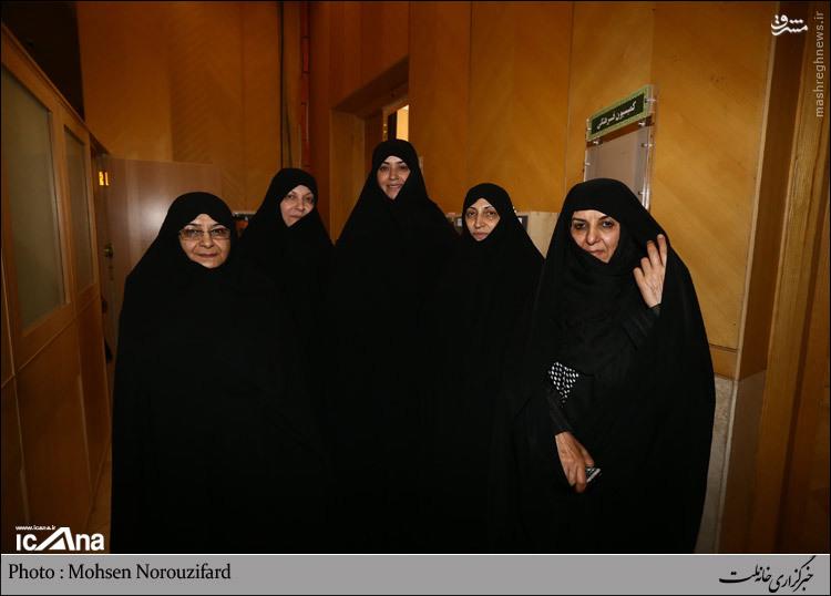 عکس/ الهام چرخنده در میان نمایندگان زن